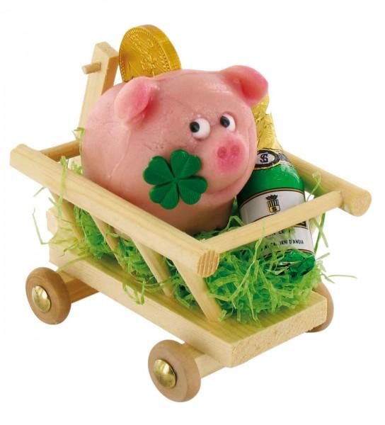 Schwein im Leiterwagen