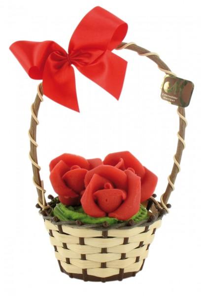 Rosenkorb im Weidekörbchen
